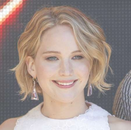 Copy Jennifer Lawrence's Wavy Bob Haircut For Your Face Shape | Beauty Pertaining To Jennifer Lawrence Bob Haircuts Jennifer Lawrence (View 8 of 25)