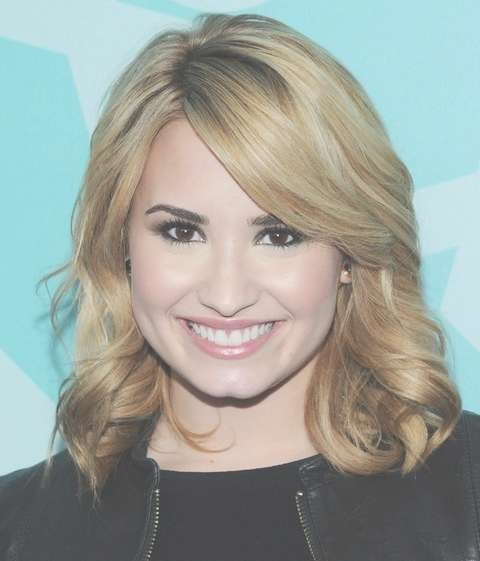 Demi Lovato Hairstyles: Radiant Medium Curls – Pretty Designs With Regard To Best And Newest Demi Lovato Medium Hairstyles (View 5 of 25)