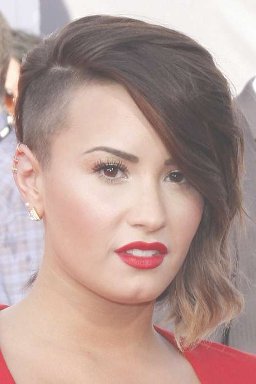 Demi Lovato Wavy Medium Brown Ombré, Side Part, Sideswept Bangs Within Most Current Demi Lovato Medium Hairstyles (View 17 of 25)