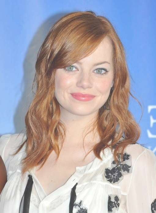 Emma Stone Medium Brown Wavy Hairstyle With Side Bangs With Regard To Most Up To Date Side Fringe Medium Hairstyles (View 20 of 25)
