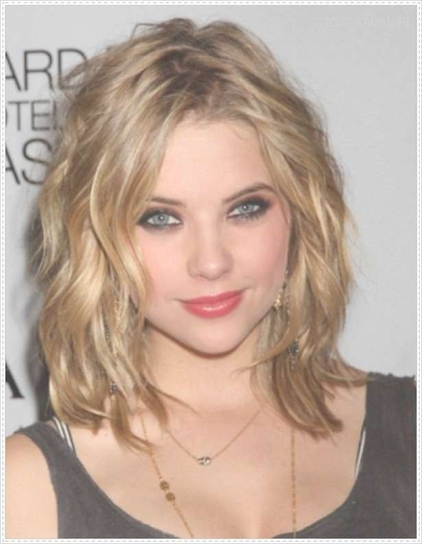 Exquisite Medium Length Hairstyles For Women Over 40 With Round Faces For Latest Wavy Medium Hairstyles For Round Faces (View 2 of 15)