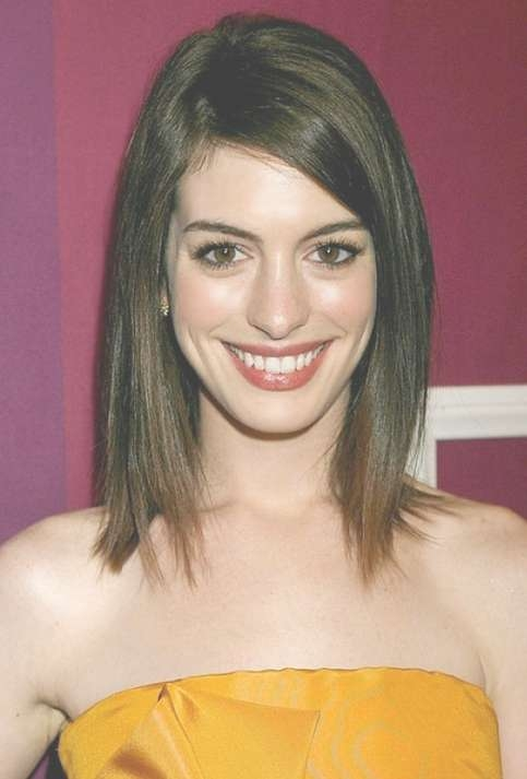 Fashionable Lob Hairstyle With Side Swept Bangs For Women Inside Latest Medium Haircuts With Bangs For Oval Faces (View 22 of 25)