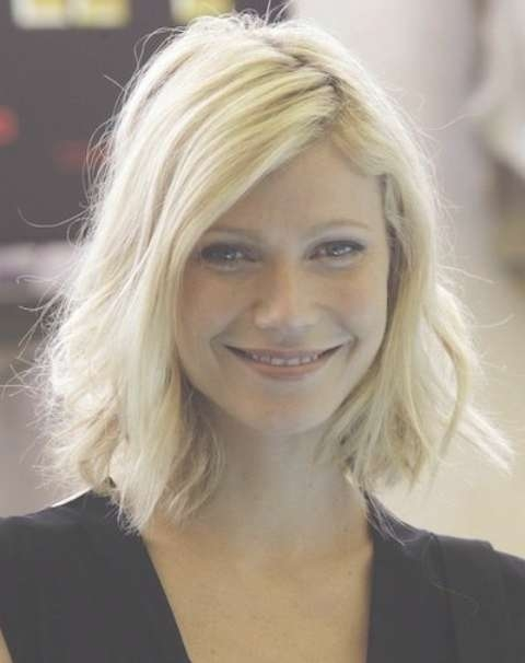 Gwyneth Paltrow Hairstyles: Messy Medium Haircut – Pretty Designs Inside Newest Messy Medium Hairstyles (View 17 of 25)