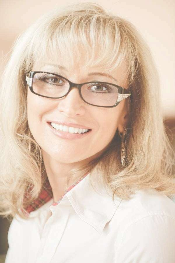 Hairstyles For Women Over 50 With Glasses | Blonde Hairstyles In Latest Medium Haircuts For Women With Glasses (View 9 of 25)