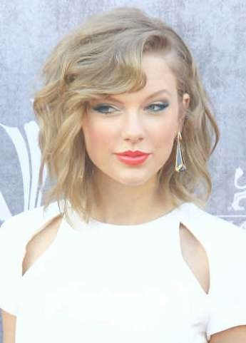 Hairstyles: Taylor Swift – Medium Beachy Hairstyle | Sophisticated Inside Most Recently Taylor Swift Medium Hairstyles (View 6 of 25)