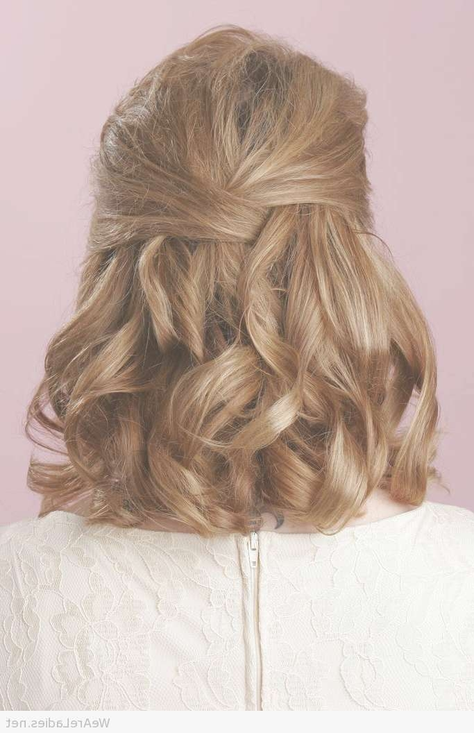 Half Up Half Down Curly Hairstyle For Medium Length Hair Throughout Recent Half Up Medium Hairstyles (View 25 of 25)