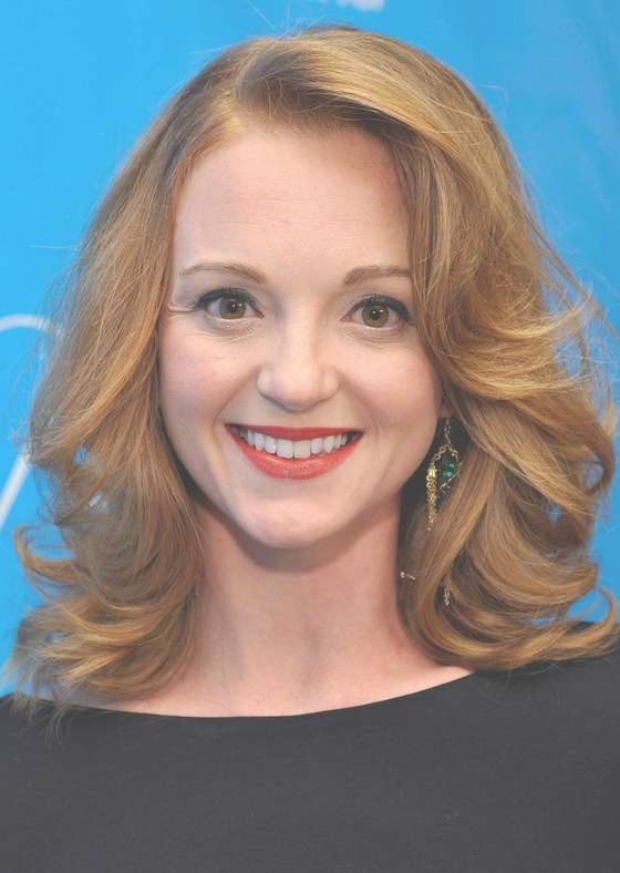Jayma Mays Shoulder Length Hairstyle With Big Curls For Work inside Most Recent Big Curls Medium Hairstyles