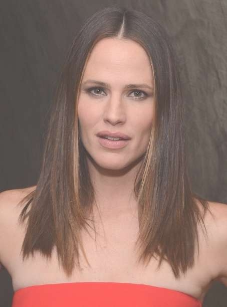 Jennifer Garner Gorgeous Shiny Classic Medium Straight Hairstyle Intended For 2018 Classic Medium Hairstyles (View 12 of 15)