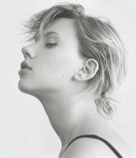 Johansson Messy Style Short Hair Cut In Current Scarlett Johansson Medium Haircuts (View 24 of 25)