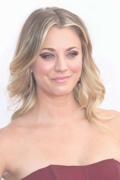 Kaley Cuoco Medium Curls – Shoulder Length Hairstyles Lookbook Pertaining To Most Current Kaley Cuoco Medium Hairstyles (View 3 of 15)