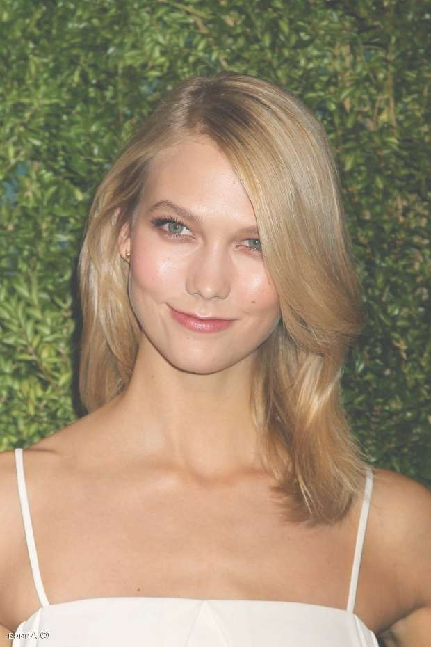 Karlie Kloss Makes Layered Hair Look Like The Best Idea Ever With Regard To Best And Newest Karlie Kloss Medium Haircuts (View 8 of 25)