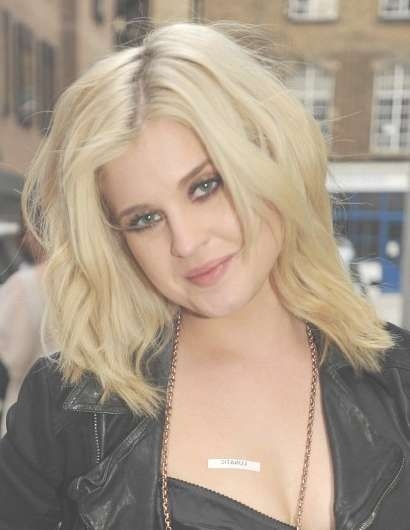 Kelly Osbourne Blonde Medium Layered Haircuts – Popular Haircuts Throughout Most Recent Kelly Osbourne Medium Haircuts (View 2 of 25)
