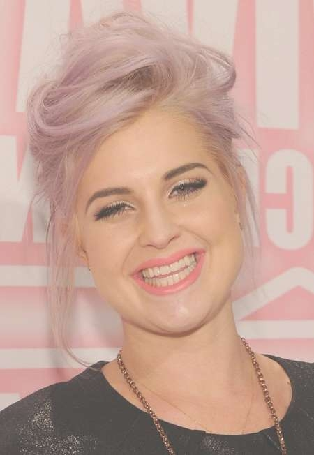 Kelly Osbourne Cute Casual Messy Updo – Hairstyles Weekly For Most Up To Date Kelly Osbourne Medium Haircuts (View 24 of 25)