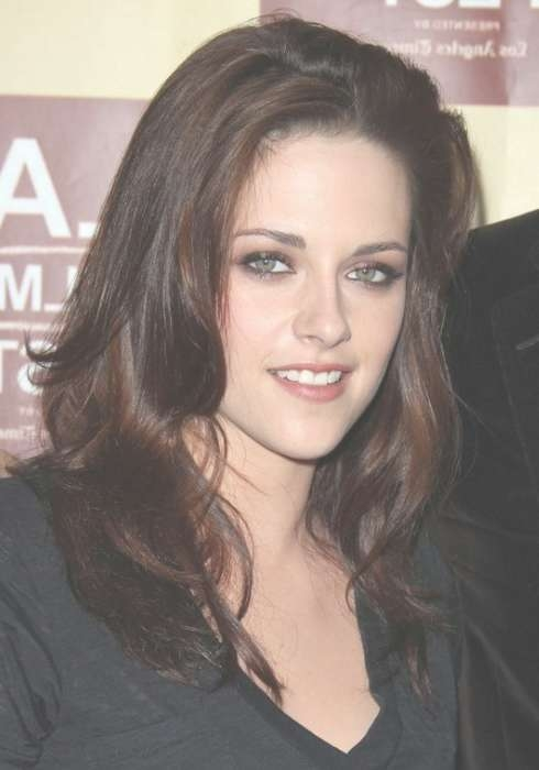 Kristen Stewart Casual Tousled Hairstyle With Layers – Hairstyles Intended For Most Recent Kristen Stewart Medium Hairstyles (View 14 of 15)