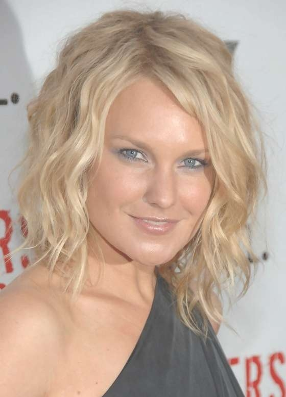 Laura Allen Tousled Curly Hairstyle For Medium Length Hair With Regard To Newest Tousled Medium Hairstyles (View 2 of 15)