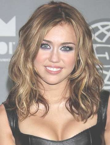 Layered Hairstyles For Shoulder Length Hairs – Style Samba Throughout Most Recent Medium Hairstyles Beach Waves (View 11 of 25)