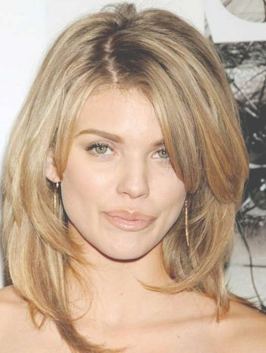 Layered Wavy Hairstyles For Oval Faces – Long, Medium & Short Hair Within Best And Newest Medium Haircuts For Tall Women (View 15 of 15)