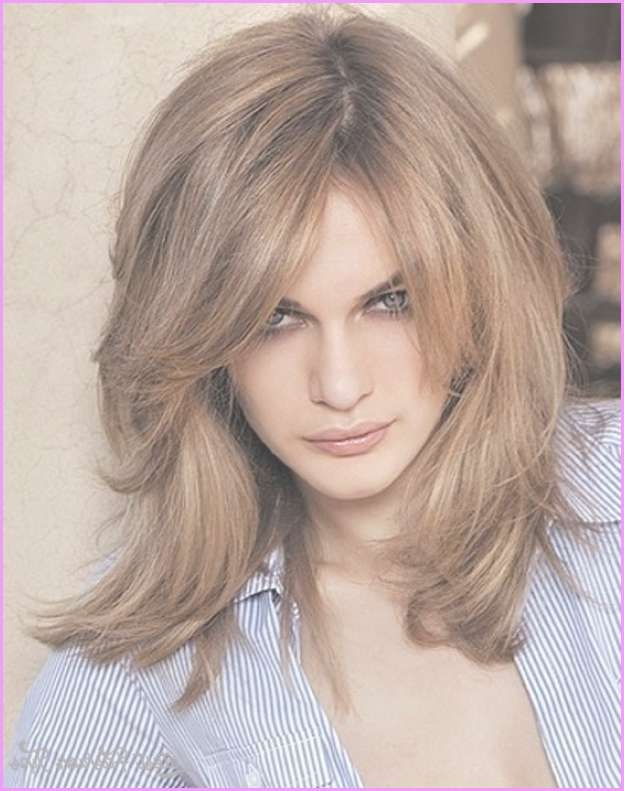 Medium Haircuts For Round Face Women – Latest Fashion Tips With Regard To Most Up To Date Medium Haircuts For Round Face Women (View 11 of 25)