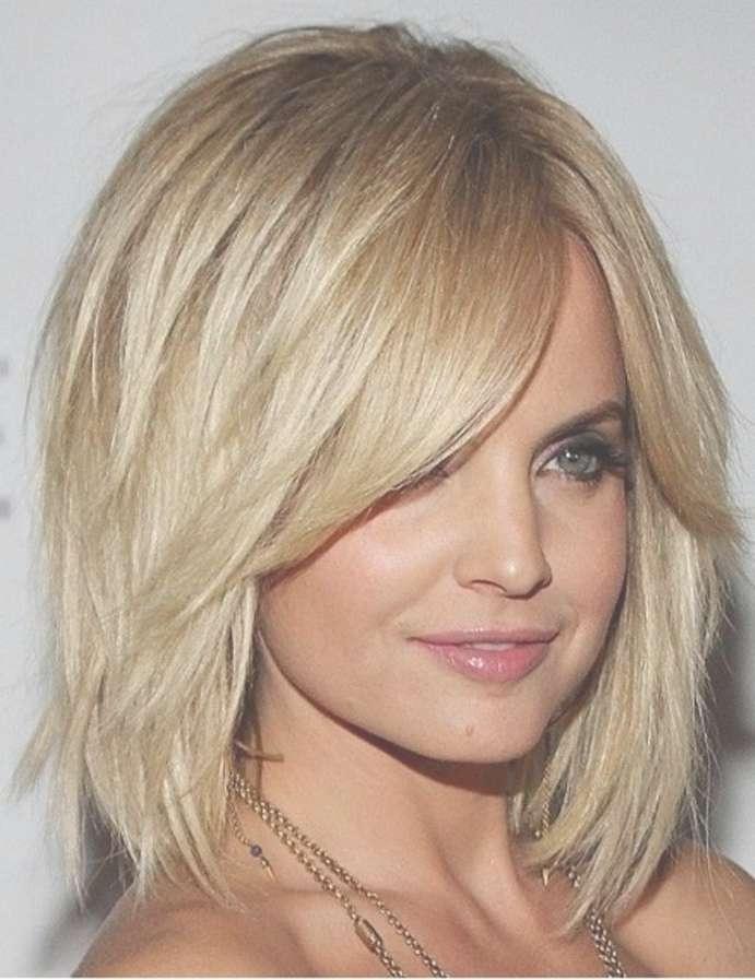 Medium Haircuts Long Face With Regard To Current Medium Haircuts On Long Faces (View 3 of 25)