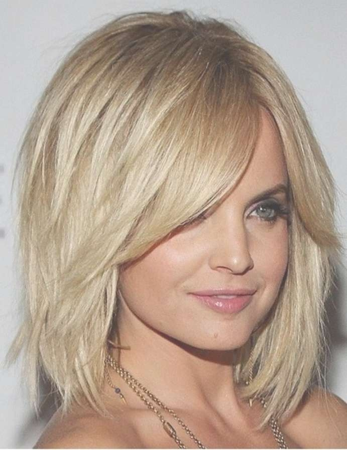 Explore Gallery Of Medium Haircuts For Oblong Face Showing 20 Of 25