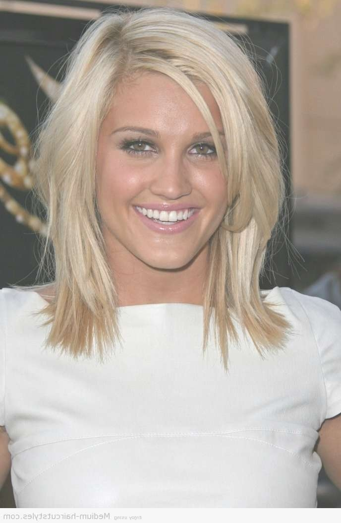 Medium Length Hairstyle Side Part Choppy Layers For Fine Hair Throughout Current Medium Hairstyles Side Part (View 4 of 25)