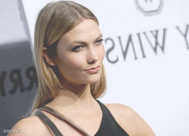 Medium Length Hairstyles: Karlie Kloss' Middle Part Throughout Most Up To Date Karlie Kloss Medium Haircuts (View 21 of 25)