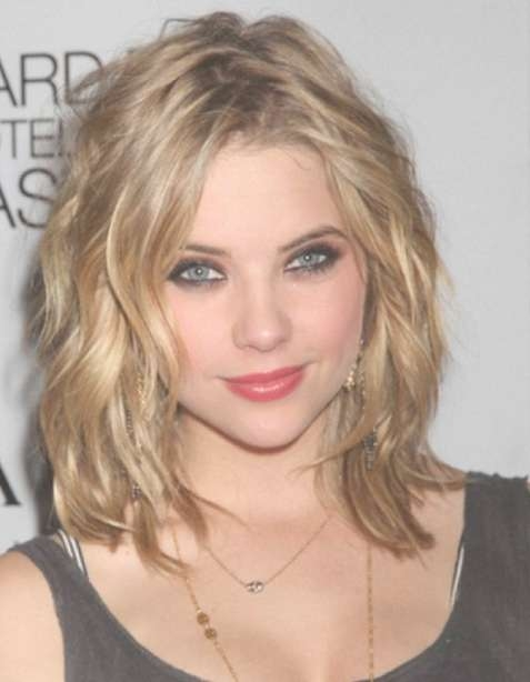 Medium Length Straight Hairstyles For Oval Faces Intended For Most Recently Medium Haircuts For Oval Faces (View 3 of 25)