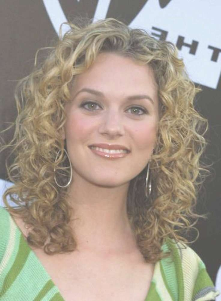 Medium Natural Curls 2017 Pertaining To Most Current Medium Haircuts For Naturally Curly Hair And Round Face (View 2 of 25)