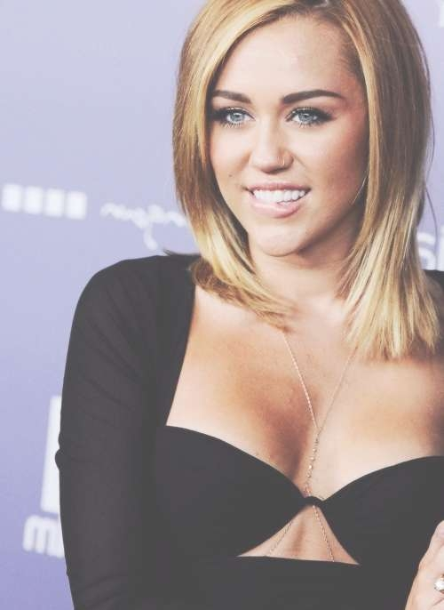 Miley Cyrus: 12 Impressive Hairstyles Of Any Hair Length – Pretty Regarding Most Recently Miley Cyrus Medium Haircuts (View 10 of 25)