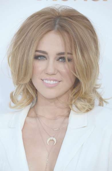 Miley Cyrus Medium Layered Cut – Miley Cyrus Shoulder Length Pertaining To Current Medium Haircuts Like Miley Cyrus (View 25 of 25)