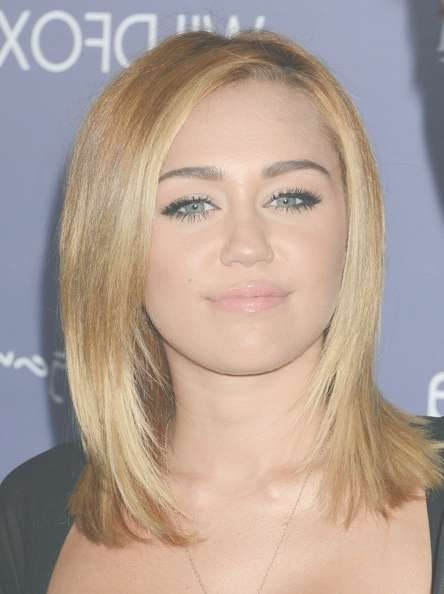More Pics Of Miley Cyrus Medium Straight Cut (4 Of 51) – Shoulder Regarding Most Up To Date Medium Haircuts Like Miley Cyrus (View 13 of 25)