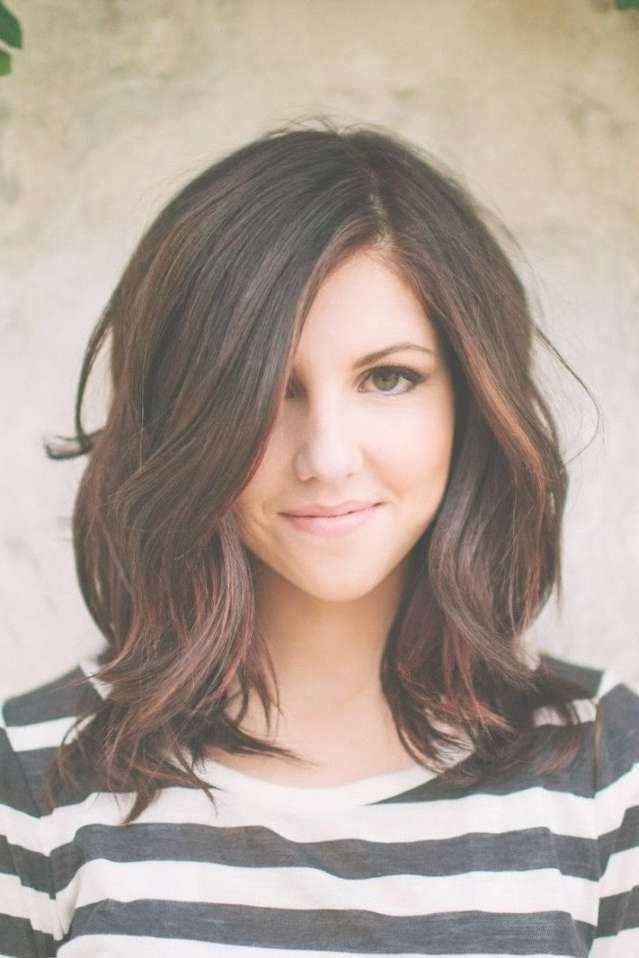 Oval Face Layer Medium Hairstyles With Regard To Best And Newest Medium Haircuts For Oval Faces And Thick Hair (View 21 of 25)