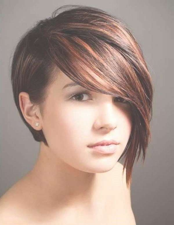 Photo Gallery Of Short Hair For Chubby Cheeks (Viewing 9 Of 15 Photos) Within Latest Medium Hairstyles For Big Cheeks (View 14 of 15)