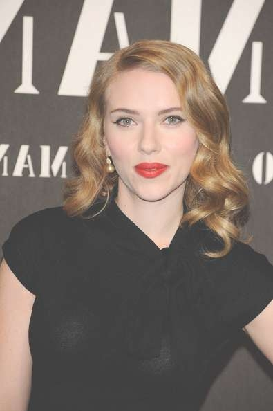 Scarlett Johansson's Pin Up Medium Curls – Celebrity Shoulder With Best And Newest Scarlett Johansson Medium Haircuts (View 5 of 25)