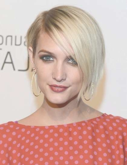 Short, Blonde Bob Hairstyles With Side Bangs, Ashlee Simpson Wentz Within Current Ashlee Simpson Medium Haircuts (View 15 of 25)