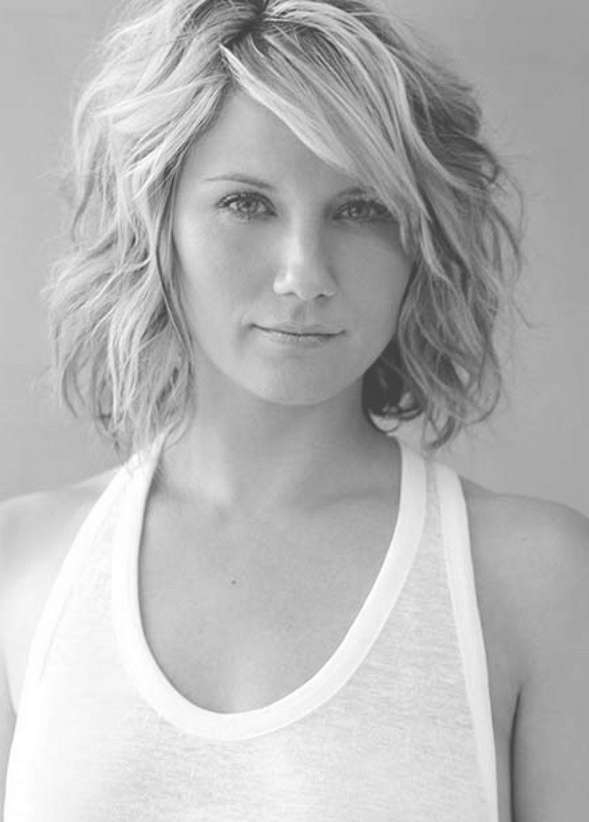 Short Wavy Bob Hairstyle With Side Swept Bangs – Pretty Designs Inside Wavy Bob Hairstyles (View 19 of 25)