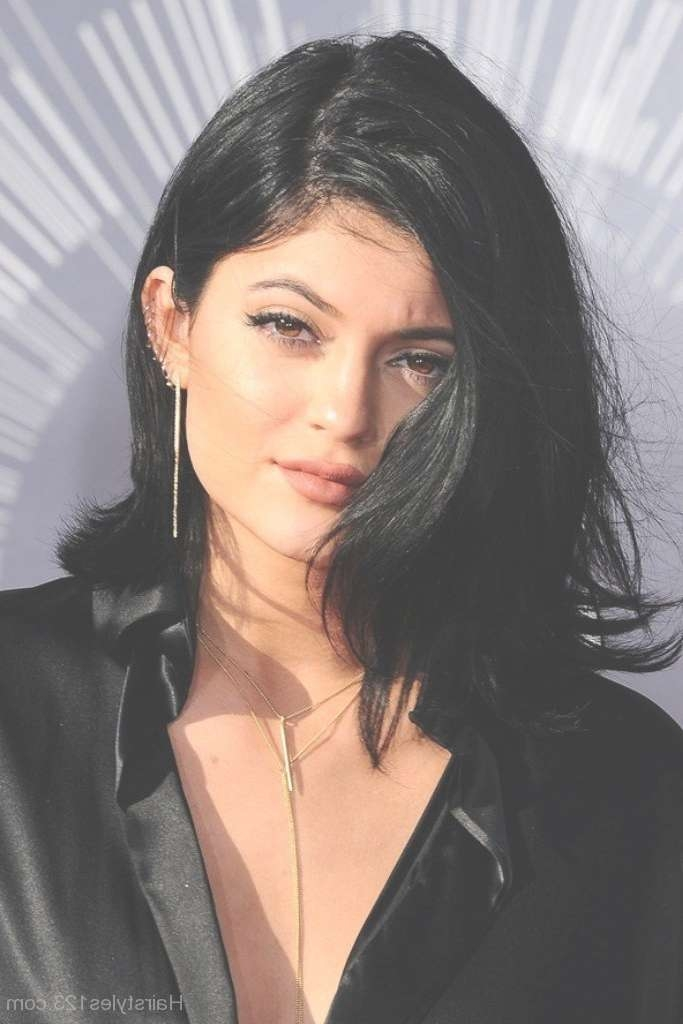 Shoulder Length Hairstyles Regarding Most Up To Date Kylie Jenner Medium Haircuts (View 6 of 25)