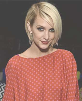 Simpson's Edgy Pixie Haircut For Most Current Ashlee Simpson Medium Hairstyles (View 13 of 15)