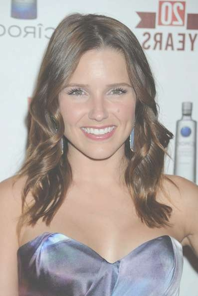 Sophia Bush Medium Curls – Sophia Bush Hair Looks – Stylebistro Intended For Most Recently Sophia Bush Medium Hairstyles (View 11 of 15)
