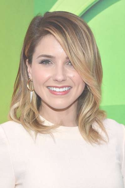 Sophia Bush Medium Wavy Cut – Sophia Bush Hair Looks – Stylebistro Within Most Up To Date Sophia Bush Medium Hairstyles (View 14 of 15)