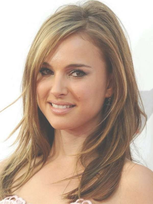 Featured Photo of Medium Hairstyles For Women With Round Face