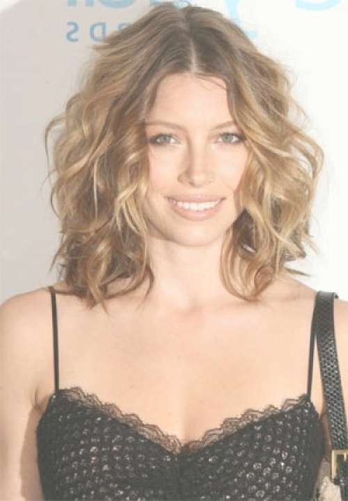 Stylish Medium Haircuts For Girls With Wavy Hair Regarding Recent Medium Haircuts For Wavy Hair (View 8 of 25)
