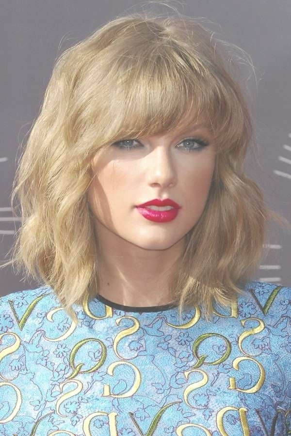 Swift Medium Hairstyle For Wavy Hair Medium Length Haircuts Throughout Most Recent Taylor Swift Medium Hairstyles (View 7 of 25)