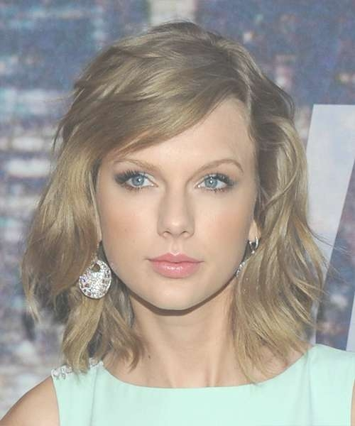 Taylor Swift Medium Straight Casual Hairstyle – Medium Blonde (Ash In Recent Taylor Swift Medium Hairstyles (View 15 of 25)