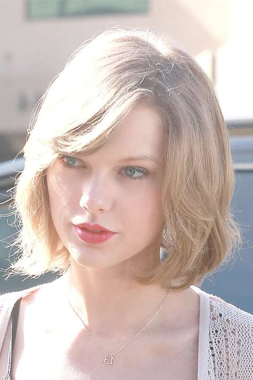 Taylor Swift Straight Ash Blonde Bob Hairstyle | Steal Her Style Regarding Most Recent Taylor Swift Medium Hairstyles (View 21 of 25)