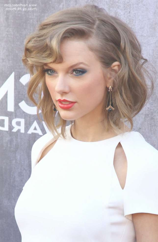 Taylor Swift Wearing Her Hair In A New Short Style | Angled Bob Regarding Most Recent Taylor Swift Medium Hairstyles (View 14 of 25)