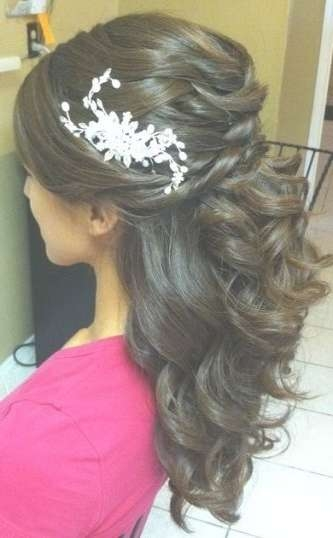 The 25+ Best Indian Wedding Hairstyles Ideas On Pinterest | Indian Throughout Most Popular Indian Bridal Medium Hairstyles (View 24 of 25)