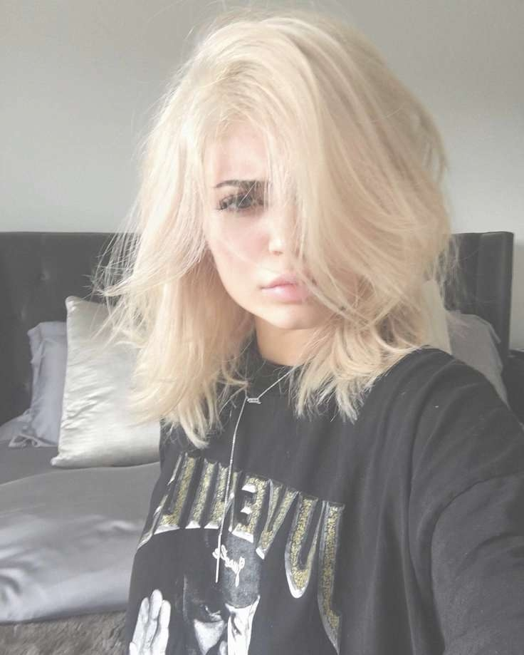 Photo Gallery Of Kylie Jenner Medium Haircuts Showing 23 Of 25 Photos