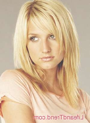 The Amazing Ashlee Simpson Layered Hair Intended For Hairstyle Regarding Most Recently Ashlee Simpson Medium Hairstyles (View 14 of 15)