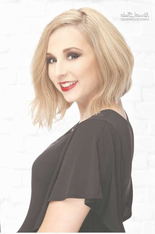 These 35 Medium Bob Hairstyles Are Trending For 2018 Inside Shoulder Bob Hairstyles (View 24 of 25)
